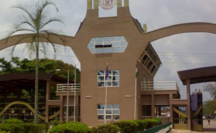 Protesting UNIBEN Students Block Benin/Lagos Road, Lock School Gate